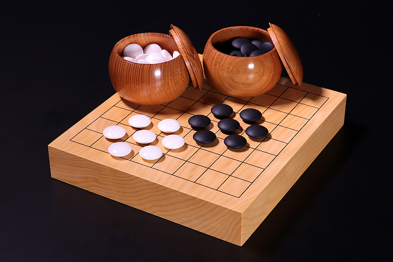 1910-9R03 15,600YEN OFF!!  Our specially-selected A set of Hyuga Kaya Board with 9*9 ro Go Set.