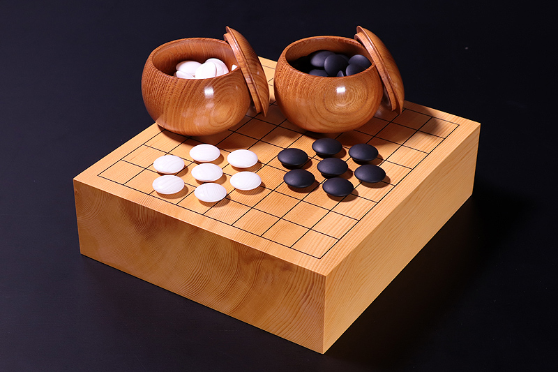 1910-9R01 13,600YEN OFF!!  Our specially-selected A set of Hyuga Kaya Board with 9*9 ro Go Set.