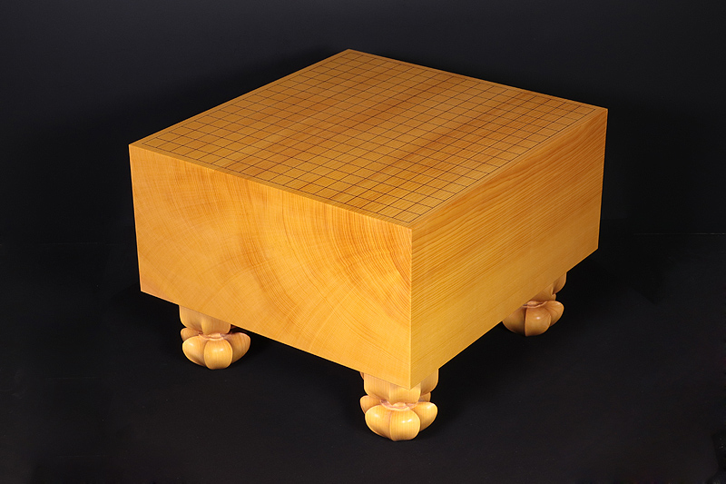 Mr. Torayoshi Yoshida made Hon-kaya Go Board with Legs No.71124